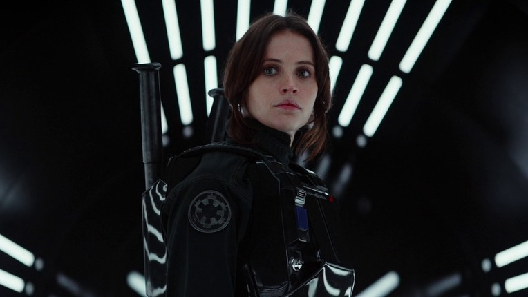 Rogue One, Jyn Erso  immortalata in una nuova immagine  foto ign.com