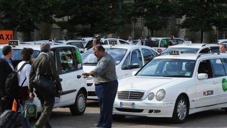 Taxi in sciopero, oggi l'incontro con Delrio