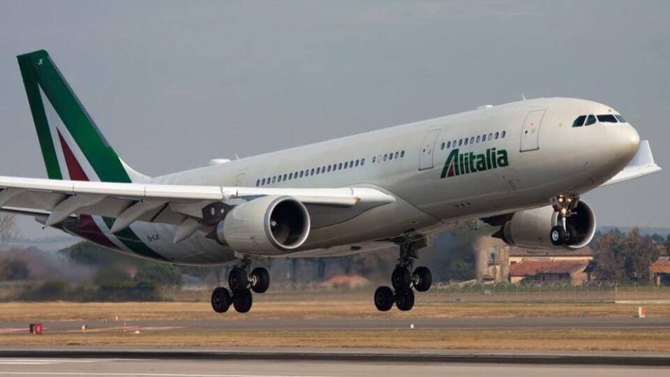Alitalia, i dipendenti bocciano l'accordo