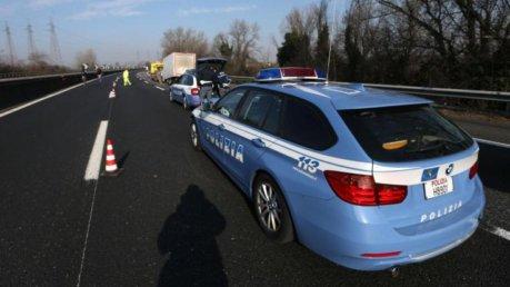 Tragico incidente in A14: auto contro camion, una vittima e due feriti