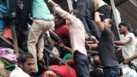 India, tragedia alla stazione di Mumbai, almeno 22 morti